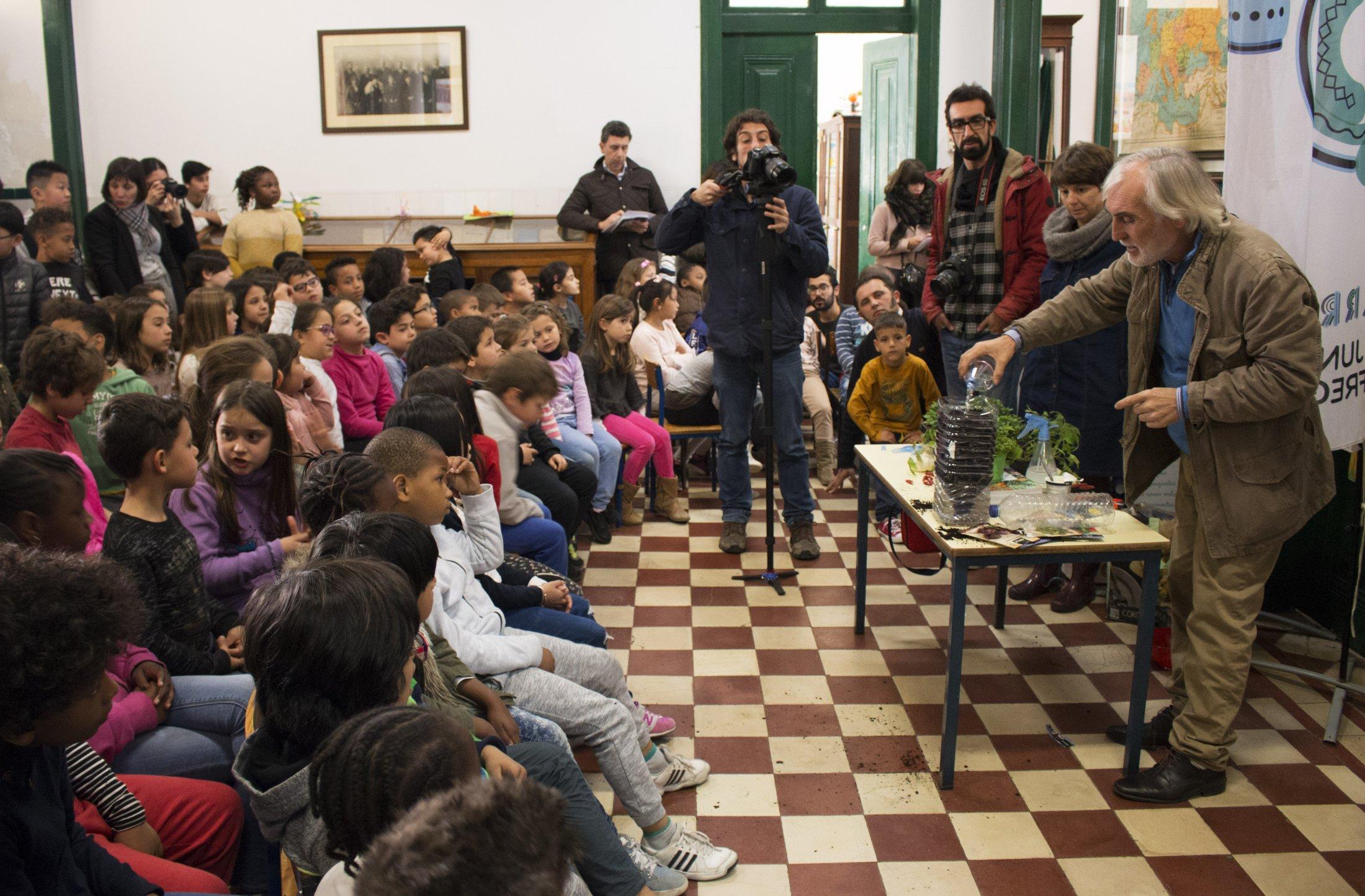 Dezenas de alunos assistiram ao workshop dado pelo autor espanhol.