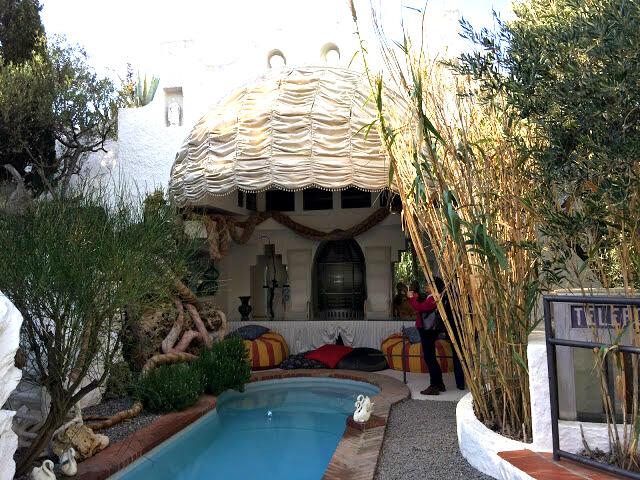 A zona de estar da piscina, está tudo como era quando Dali e Gala aqui viviam.