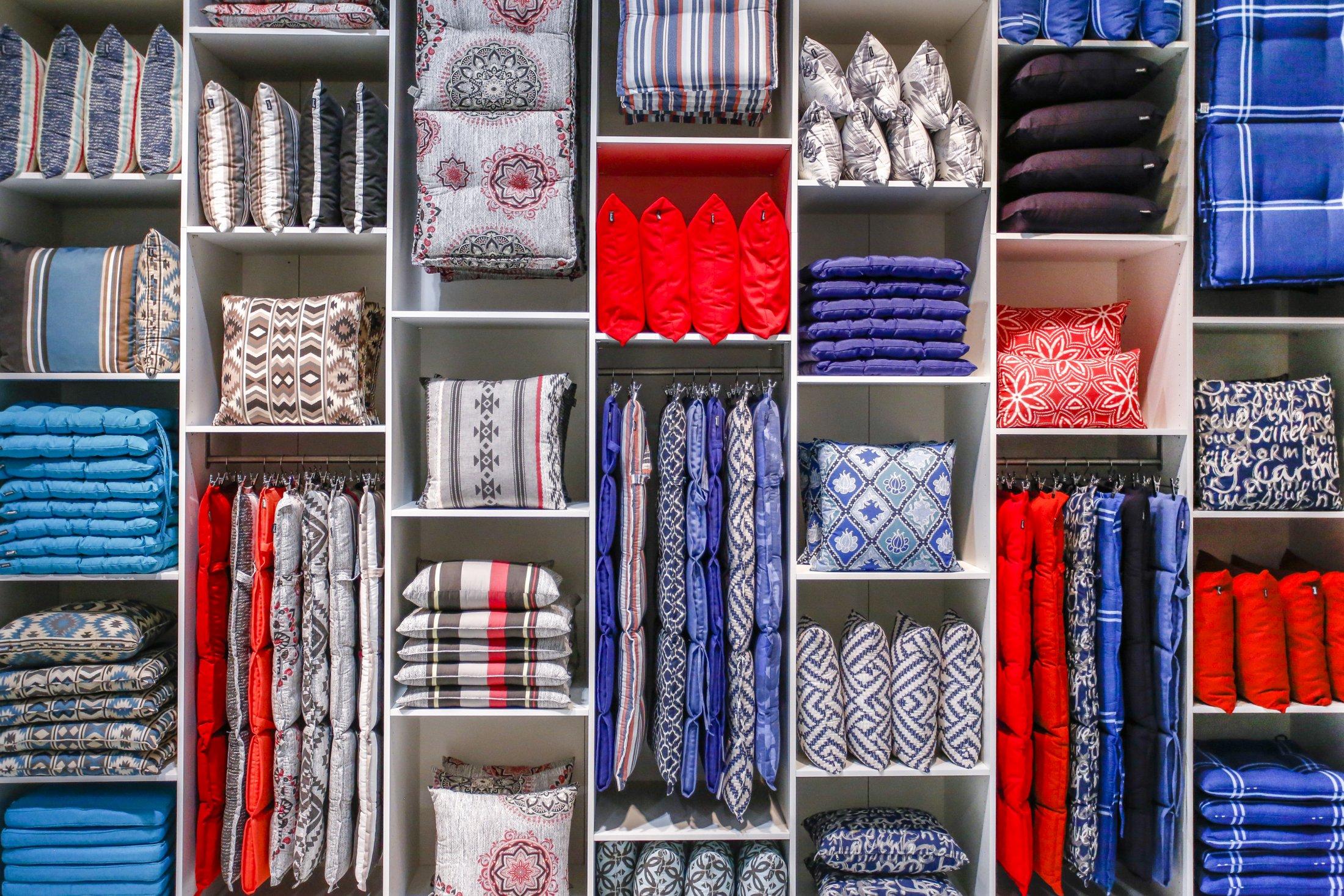 Os padrões geométricos e étnicos nos tecidos vão estar na moda.