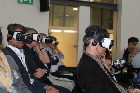 Realidade virtual na conferência de imprensa.