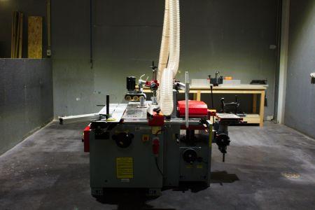 Máquina para trabalhar madeira.